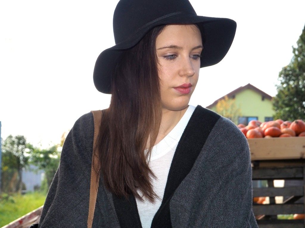 Classy Poncho Outfit