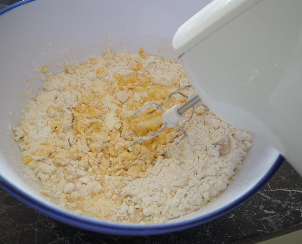 Osterpinzen Teig herstellen