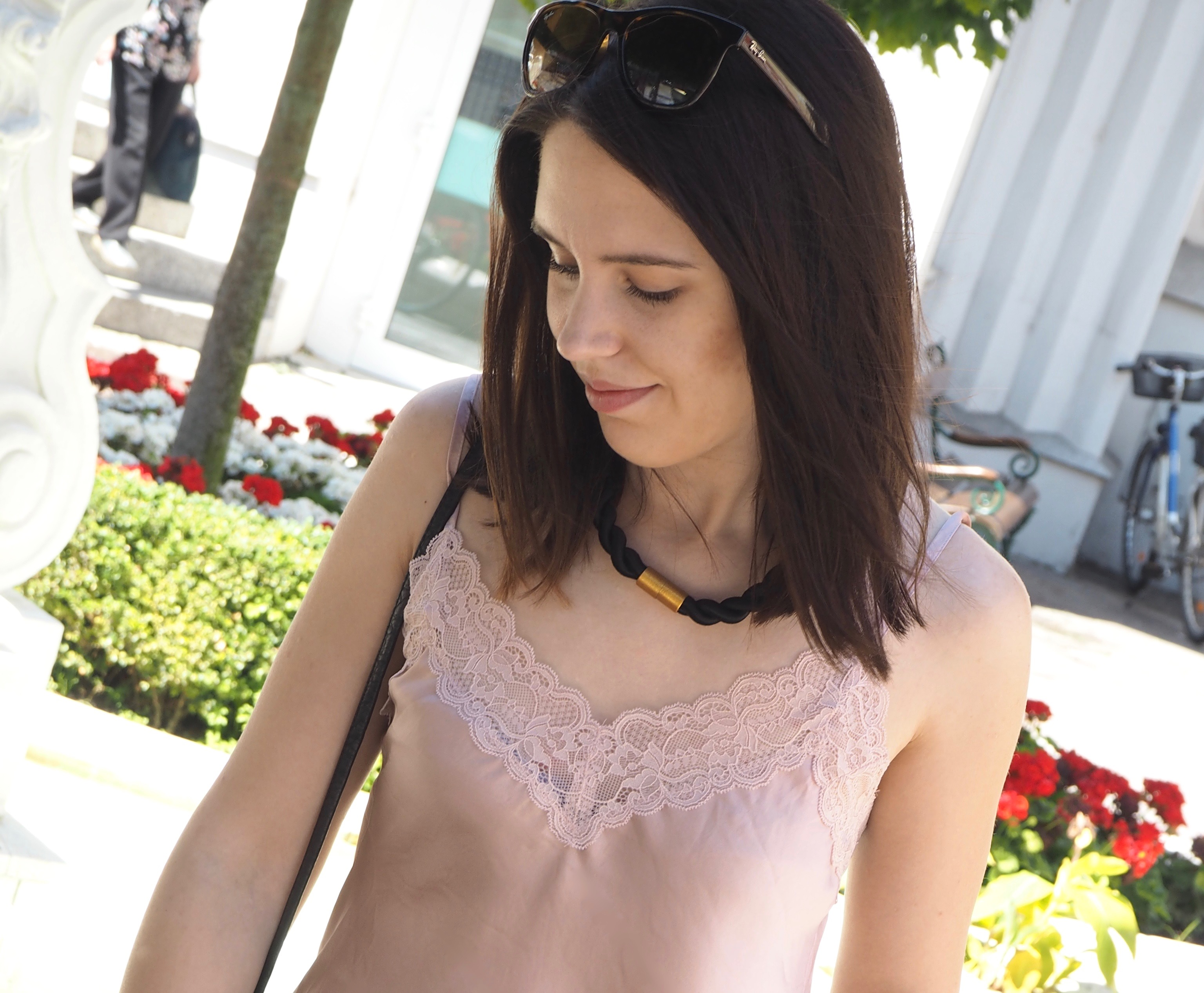 Outfit Lingerie Top Daywear above