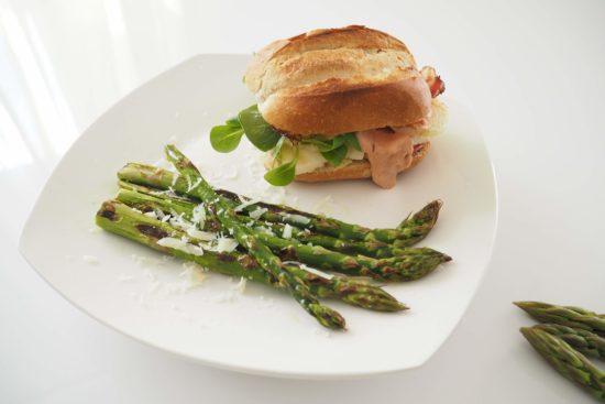 Rezept Halloumi-Burger mit gegrilltem Burger #Spargelwochen