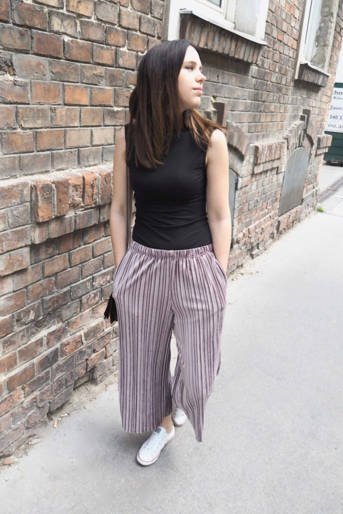 Wide leg pants with turtleneck top