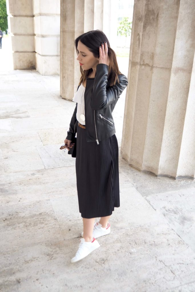 Pleated Skirt & Stan Smith Sneakers Outfit