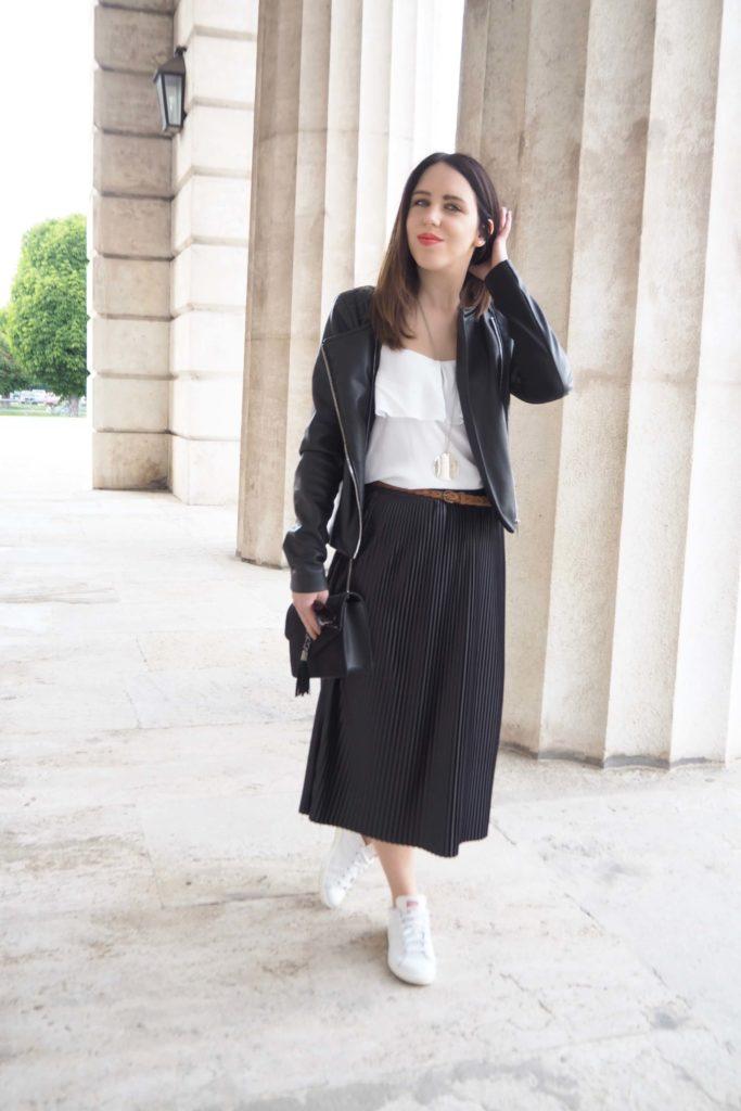 Pleated Skirt Midi & Sneaker