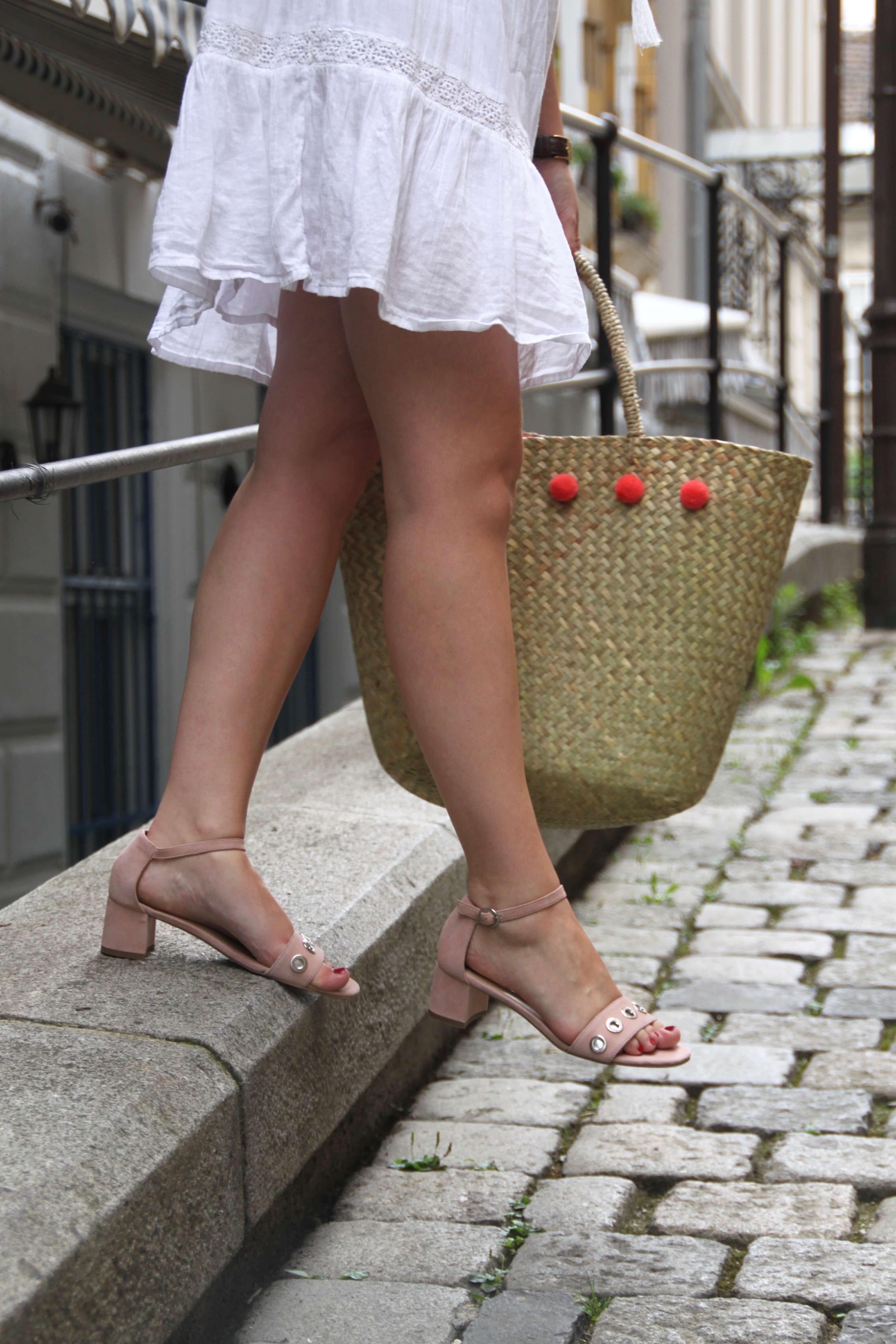 Sandaletten Stiefelkönig Strohtasche Outfit