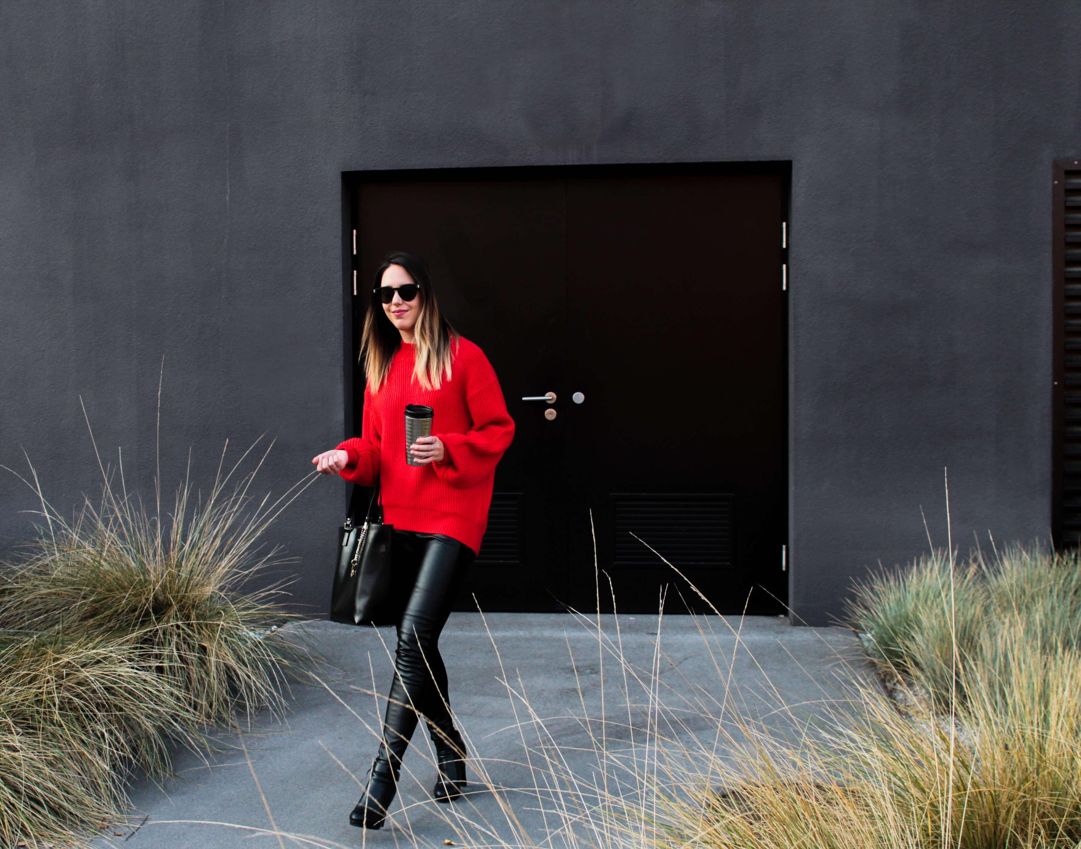 Roter Pullover H&M Lederleggings