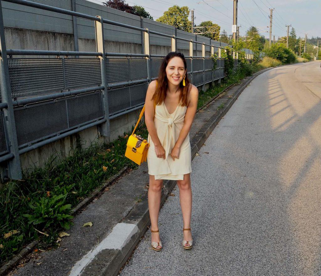 Trendfarbe Gelb tragen