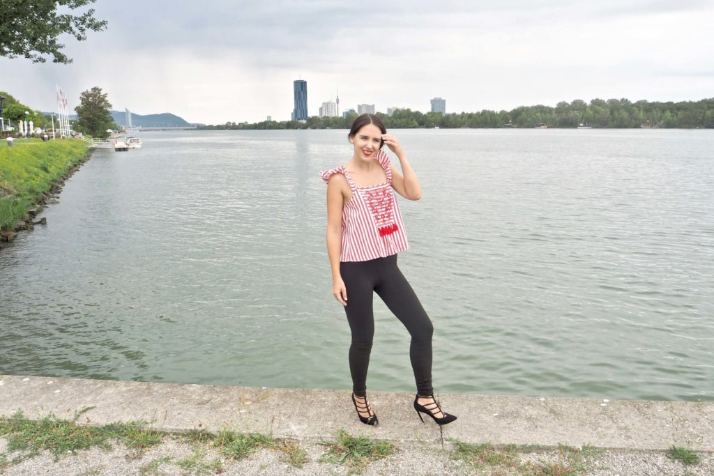 Outfit mit Folklorebluse