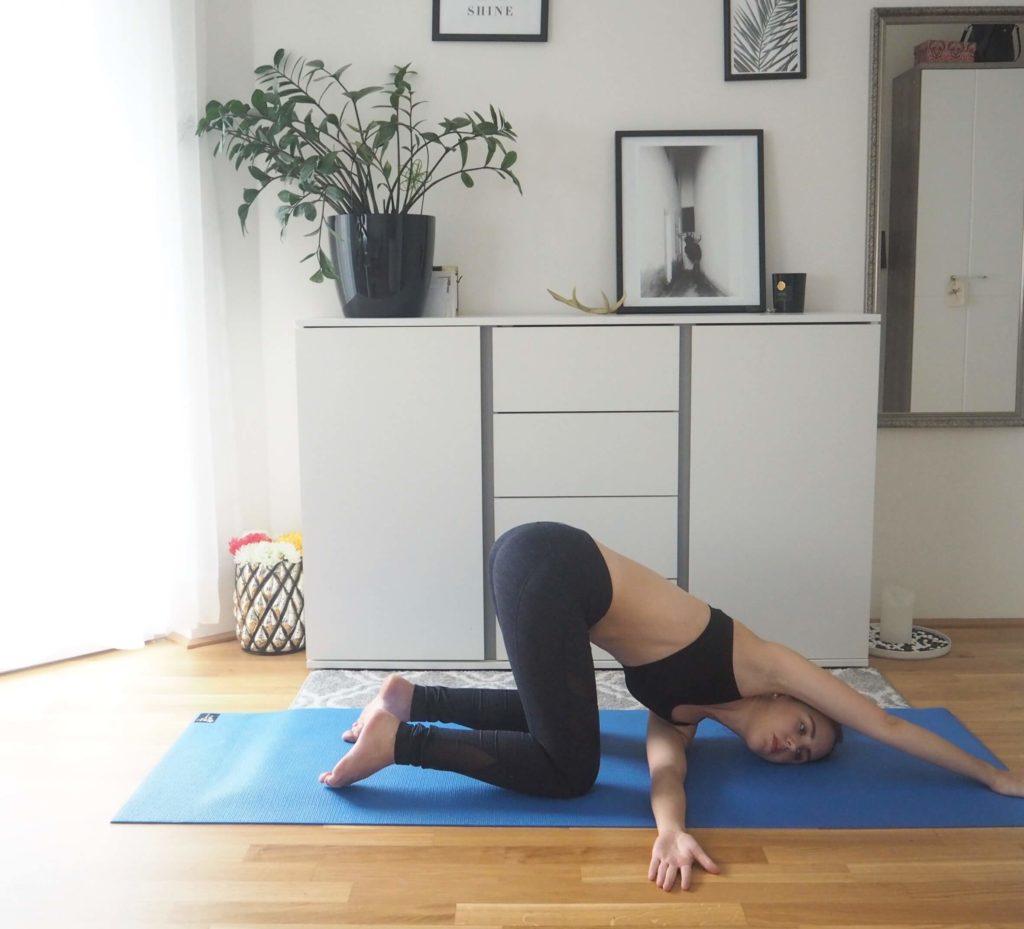 erweiterte Schulterdehnung Yoga