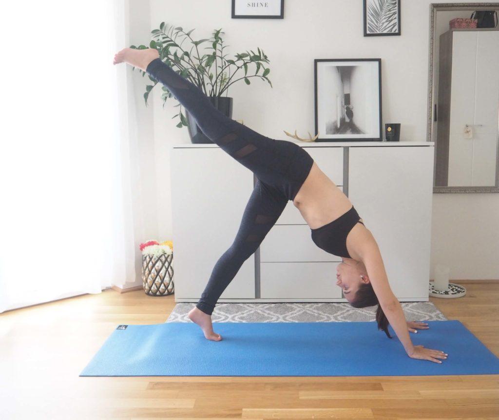 herabschauender Hund Erweiterung yoga